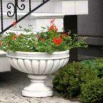 Вазоны из бетона для уличных цветов